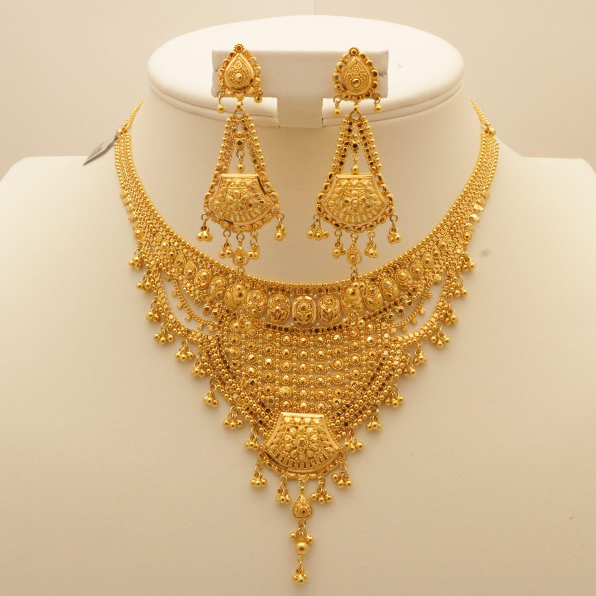 Womens 10k White Gold Diamond Cross Pendant Necklace