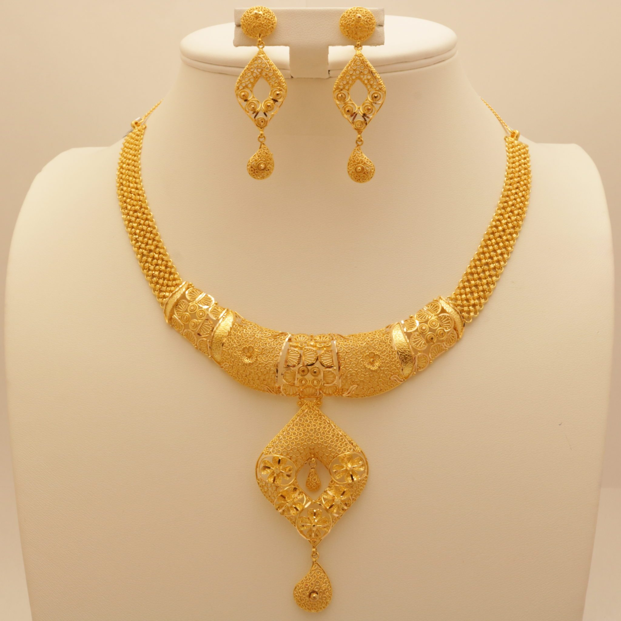 maitra necklace gold